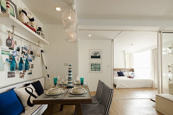 Nautical decor in a dining room