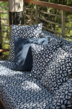 Outdoor Living Trends_Jamie Durie couch