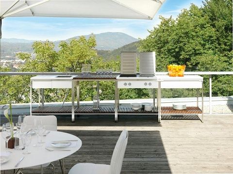 outdoor kitchens are hot